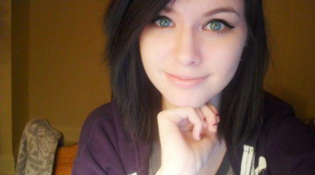 teen-de-ojos-verdes-esta-muy-caliente