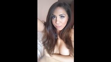 Jovencita desnuda xxx esperando que llegue su marido 364x204