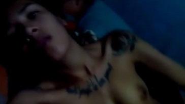 Loca tatuada pajeandose a lado de su hermano 364x204